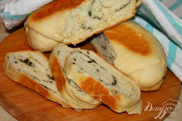 фото рецепта: Хлебный рулет с зеленым луком, укропом и чесноком в мультиварке