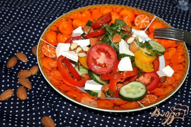 фото рецепта: Овощной салат с орешками и сыром