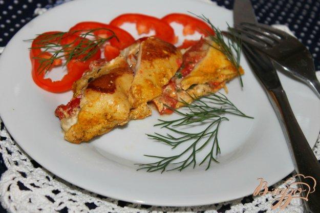 фото рецепта: Куриная грудка фаршированная фетой, помидорами и кинзой