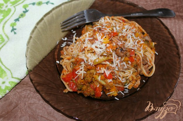 фото рецепта: Спагетти с печенью, брокколи и перцем
