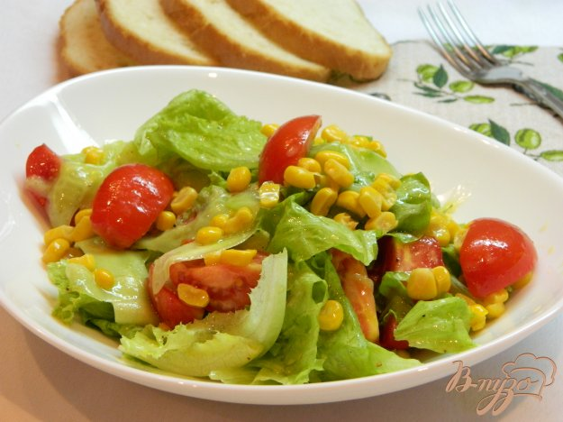 фото рецепта: Салат из помидоров, огурцов и сладкой кукурузы