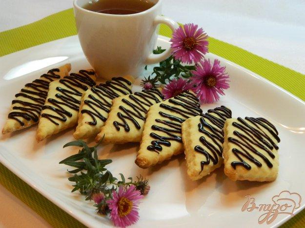 фото рецепта: Печенье на кефире с шоколадной глазурью