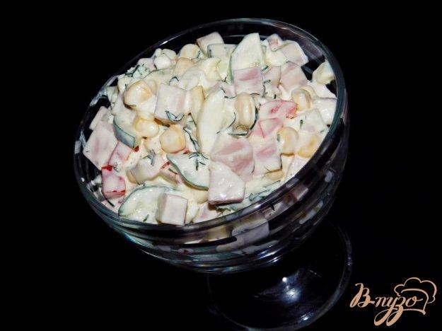 фото рецепта: Салат с кукурузой и ветчиной