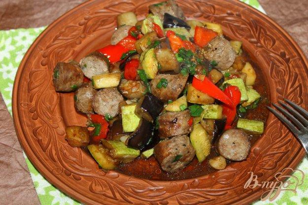 фото рецепта: Рагу из баклажана и кабачка со свиными колбасками