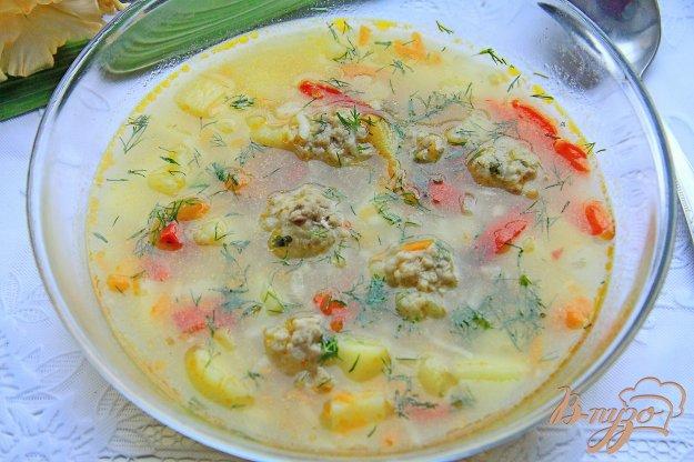 фото рецепта: Суп с рисом, болгарским перцем и фрикадельками в мультиварке