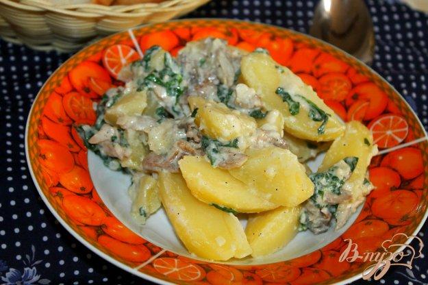 фото рецепта: Картофель с грибами и шпинатом в сливочном соусе