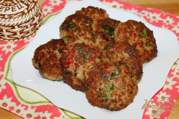 Его можно приготовить самостоятельно из мясного филе либо купить уже готовый.