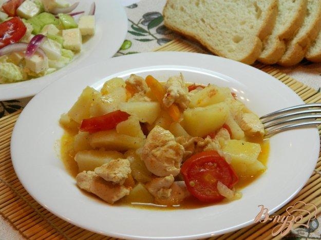 фото рецепта: Тушеный картофель с мясом и помидорами