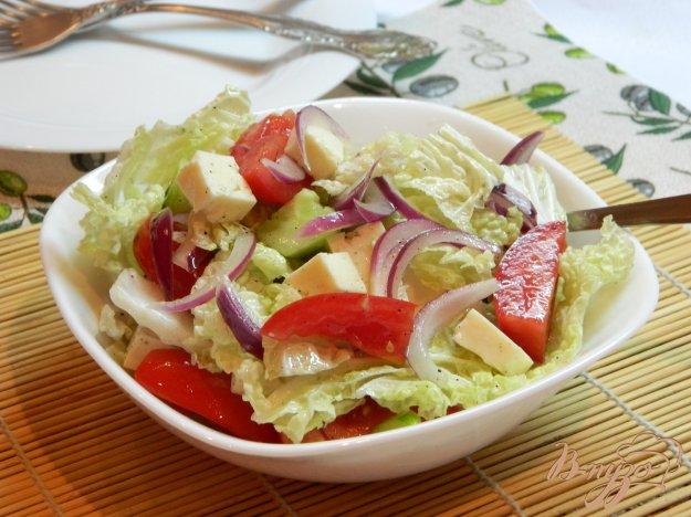 фото рецепта: Салат из пекинской капусты и брынзы
