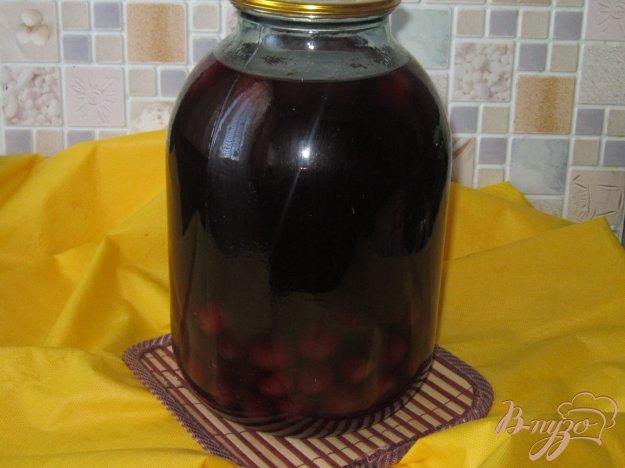 фото рецепта: Компот из шелковицы и вишни на зиму