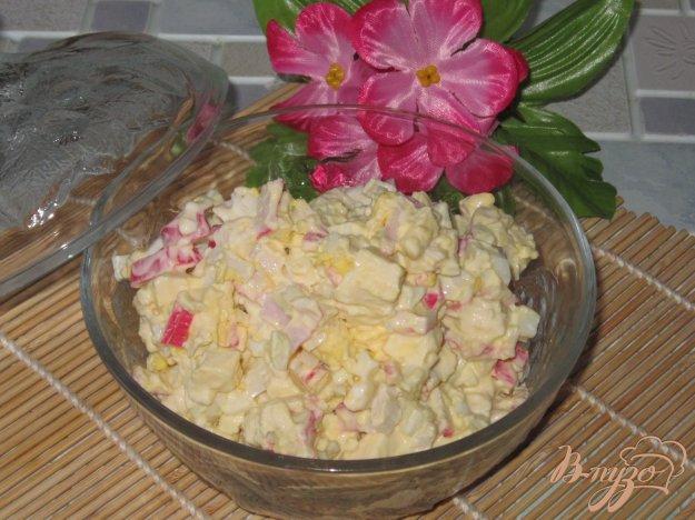 фото рецепта: Салат с брынзой и крабовыми палочками