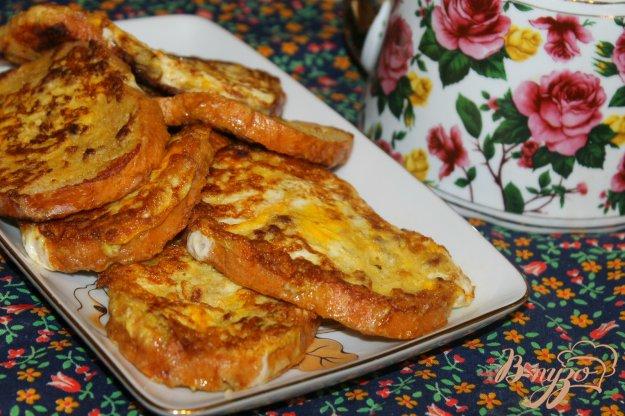 фото рецепта: Гренки в яйце с мясом и сыром на завтрак