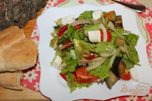 фото рецепта: Овощной салат с Фетой и жареным баклажаном