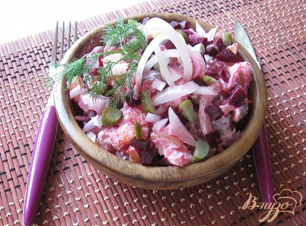 фото рецепта: Картофельный салат со свеклой и майонезом