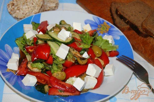 фото рецепта: Овощной салат с мидиями и сыром