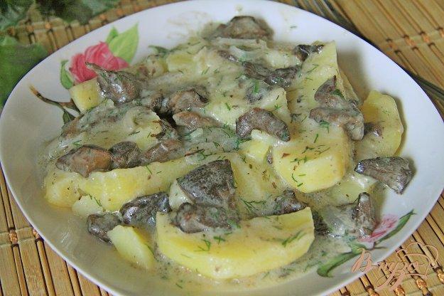 фото рецепта: Картофель с маринованными грибами в мультиварке