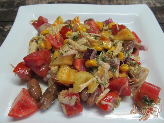 Салат с куриной грудкой кукурузой помидорами