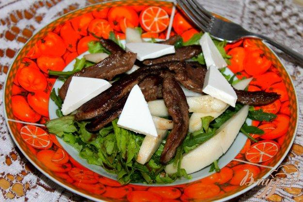 фото рецепта: Зеленый салат с мясом и грушей