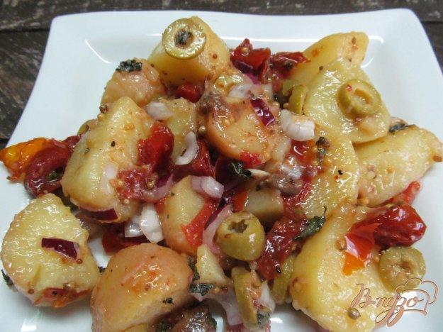 фото рецепта: Картофельный салат с печеными помидорами и оливками