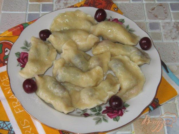 фото рецепта: Вареники с вишней и шелковицей