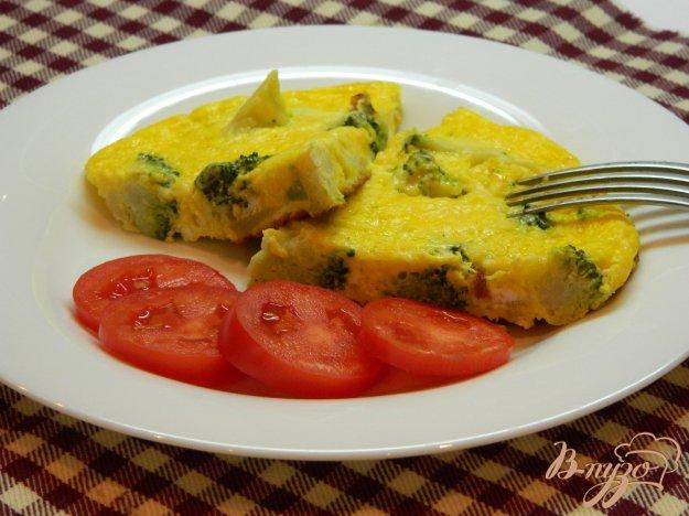 фото рецепта: Омлет с брокколи и сыром