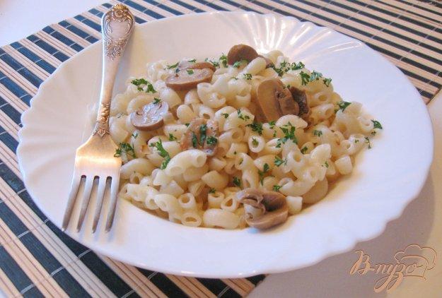 фото рецепта: Макароны с луком и грибами