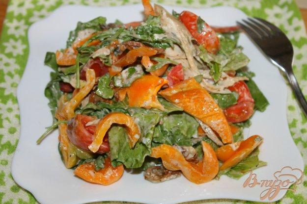 фото рецепта: Салат с курицей, грибами и перцем