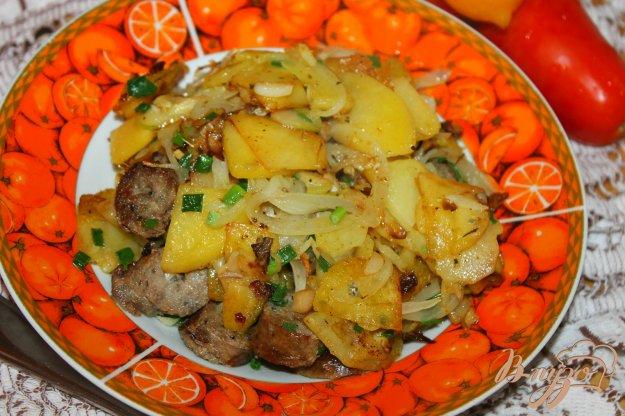 фото рецепта: Жареный картофель с кабачком, грибами и колбасой