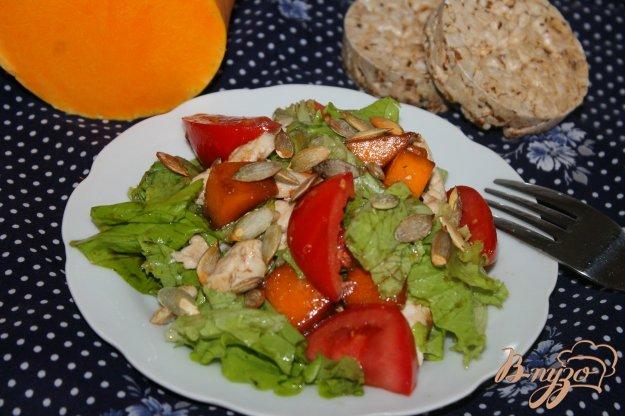 фото рецепта: Свежий салат с курицей и тыквой