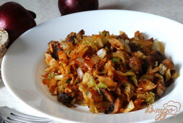 фото рецепта: Тушеная савойская капуста с шампиньонами