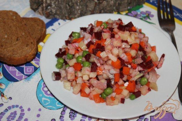 фото рецепта: Салат с маринованным толстолобиком и зеленым горошком