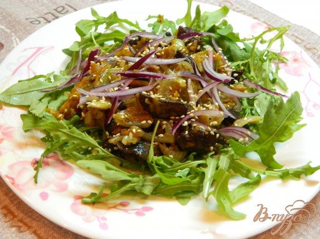 фото рецепта: Теплый салат из печени и рукколы
