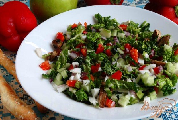 фото рецепта: Салат с савойской капустой и грибами