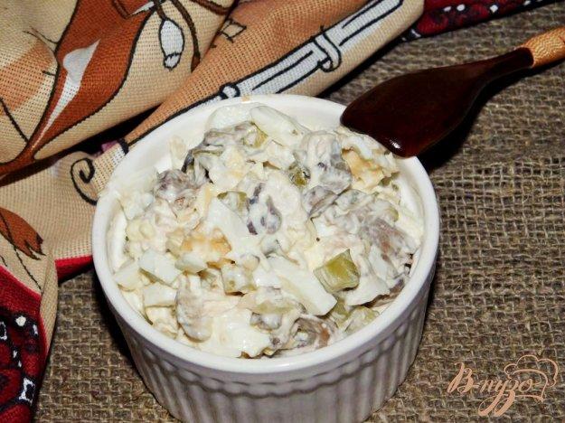 фото рецепта: Салат с курицей и маринованными огурцами