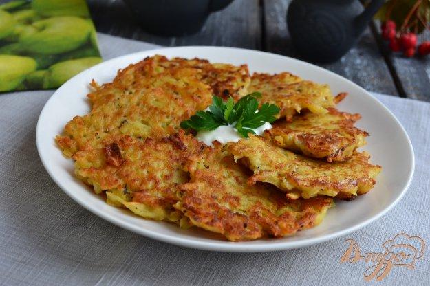 фото рецепта: Картофельные оладьи с яблоком