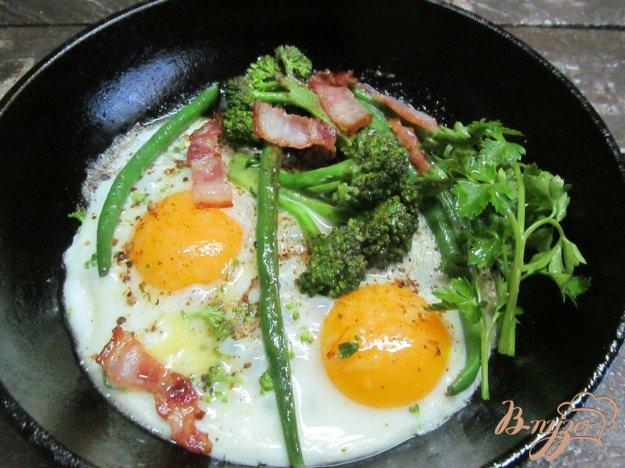 фото рецепта: Жареные брокколи с фасолью и яйцом