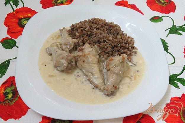 фото рецепта: Куриные крылышки в сметанно- чесночном соусе