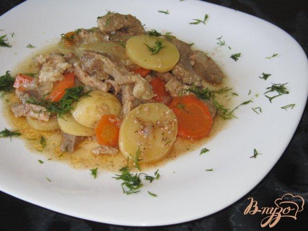 фото рецепта: Свинина тушеная с молодым картофелем