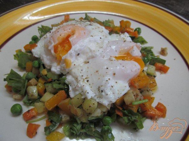 фото рецепта: Яйцо пашот на овощах