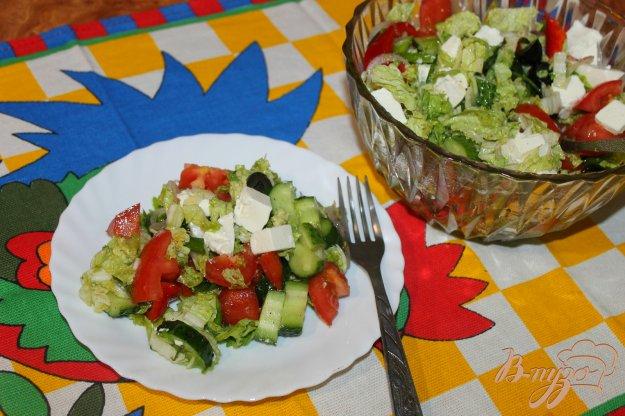 фото рецепта: Салат из пекинской капусты с фетой и оливками