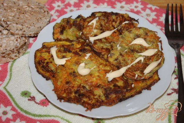 фото рецепта: Кабачковые оладьи с мясом и морковью