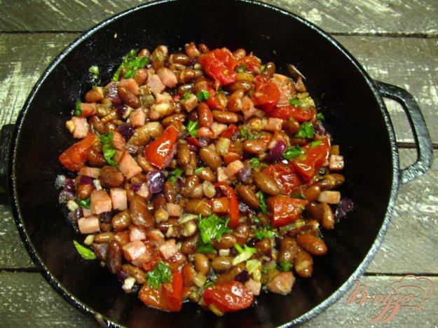 фото рецепта: Фасоль с беконом и печеными томатами