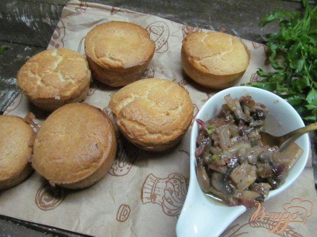 фото рецепта: Йоркширские пудинги с луково-грибной подливой