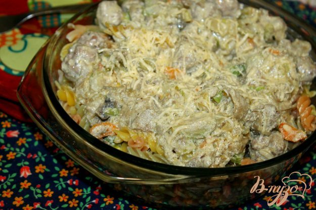 фото рецепта: Фузилли с фрикадельками и овощами