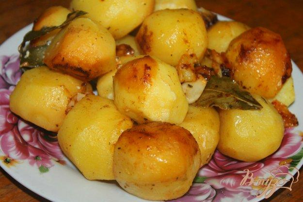 фото рецепта: Гарнир из запеченного картофеля с паприкой и чесноком