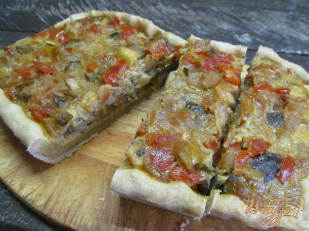 фото рецепта: Киш с куриной печенью и овощами