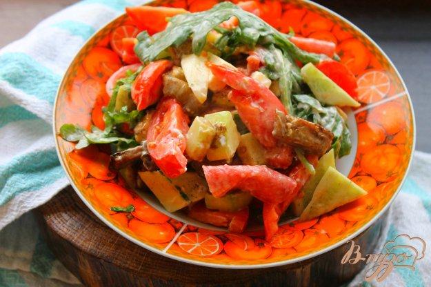 фото рецепта: Салат с колбасой и жареными баклажанами
