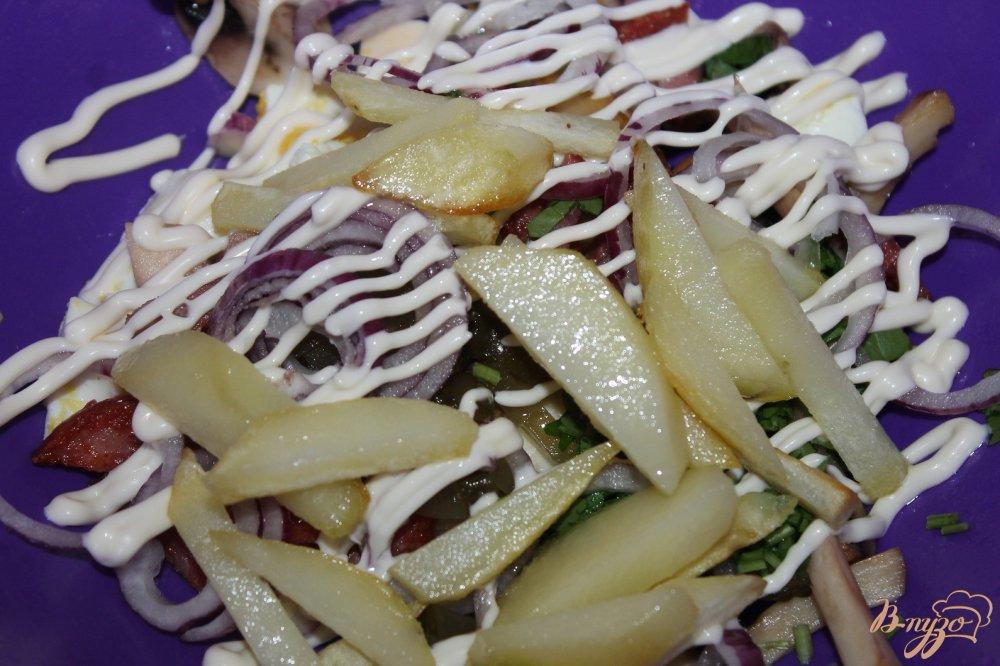 Салат с колбасой и грибами жареными