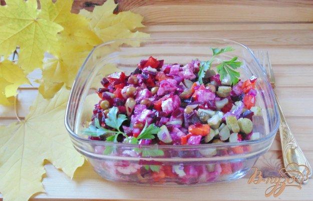 фото рецепта: Куриный салат со свеклой и морковью