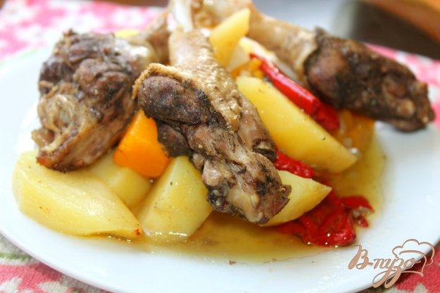 фото рецепта: Тушеные утиные ножки с тыквой и картофелем в рукаве